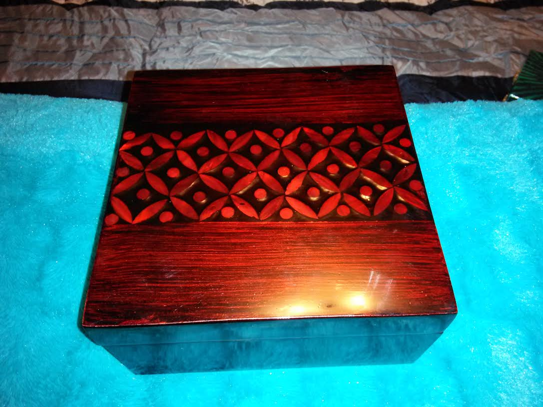Hand Crafted Mahogany box with Design